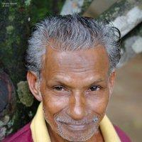 Работник при буддийском храме. :: Edward J.Berelet