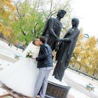 У памятника Петру и Февронье :: Полина Королева