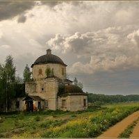 древний храм в Старице :: Дмитрий Анцыферов