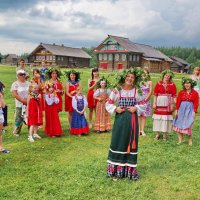 Игры на лужайке :: Валерий Талашов
