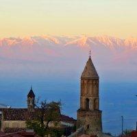Башни на фоне снежных гор :: Наталья Джикидзе (Берёзина)