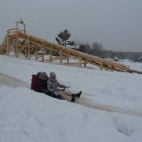 Катание с ледяной горы (здесь я модель сзади :)) :: Галина