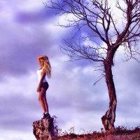 девочка и дерево :: Марина Лощенко