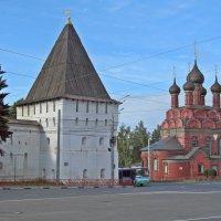 Стена ярославского Кремля и Церковь Богоявления Господня :: Ирина