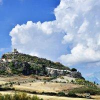 Скалы, крепость, пушки и облака - две лохматые подушки! :: Виталий Половинко