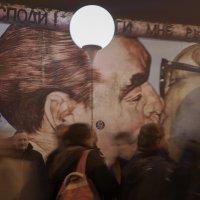 Берлин. 25-летие падения берлинской стены. Стена :: Ирина Корнеева