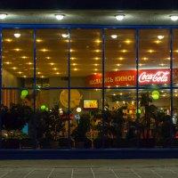 Кинотеатр с той стороны стекла :: Сергей Анисимов