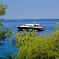 Яхта в бухте :: STATUS974