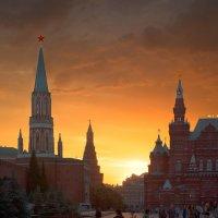 Летний вечер над главной площадью страны :: Олег Неугодников