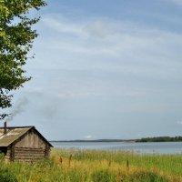 банька на берегу озера :: Валентина. .