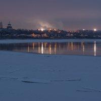 по середине реки,на тонком льду,был огромный риск провалиться... :: Алексей -