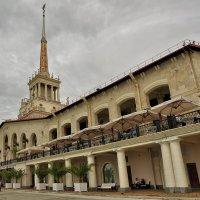 Морской вокзал блестящим шпилем звезду вознёс на небосвод :: Ирина Данилова