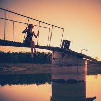 На закате возле речки.. :: Евгений Ланин