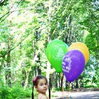 Малышка с шариками. :: Агунда Плиева