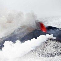 Сергей Козинцев - Красное на белом. Извержение вулкана Плоский Толбачик, Камчатка :: Фотоконкурс Epson