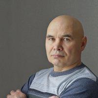 Автопортрет ( доступное освещение и отражатель) :: Александр Потапов