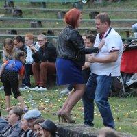 """Мы танцуем буги, вуги, раз, два, три..."" :-) :: Дмитрий Иншин"