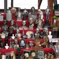Витрина на блошином рынке :: Владимир Болдырев