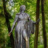 Скульптура в парке. :: Сергей Исаенко