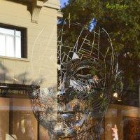 Старое и новое. Витрина художественной галереи в готическом квартале. :: Serge Prakhov