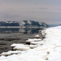 Начало ледостава на реке Лена. :: Александр Велигура