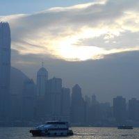 Вечер над бухтой. Гонконг. :: София