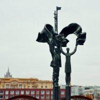 Памятник Советской молодёжи :: Владимир Болдырев