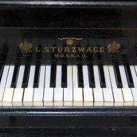 Старинный рояль :: Александр Буянов