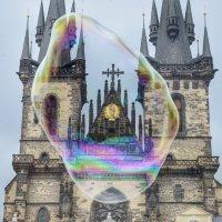 Мыльный пузырь над Прагой :: Ed Peterson