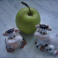 Этюд с яблоком :: Нина Корешкова