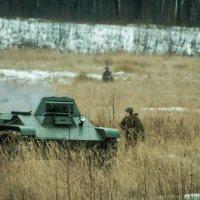 ...гремя огнём, сверкая блеском стали, пойдут машины в ярстный поход... :: Алексей Кошелев