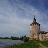 Башня Кирилло-Белозерского монастыря :: Владимир Воробьев