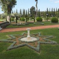 Фрагмент бахайского сада в Акко. :: Владимир Сквирский