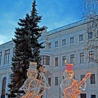 Снеговики в Аничковом :: Наталья Левина