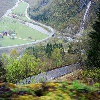 Спуск с горы Столхейм на автобусе :: Елена Павлова (Смолова)