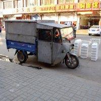 Грузовичок китайского торговца :: Сергей Ткаченко