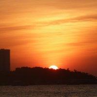 Закат солнца в Паттайе. :: Чария Зоя