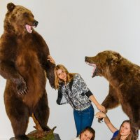 Три девушки и два медведя :: Николай Ефремов