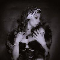 ...Знаю я — они прошли как тени Не коснувшись моего огня...................... :: Елена