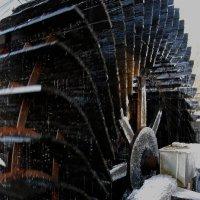 Водяная мельница. Морозу вопреки. :: Игорь Замлинский