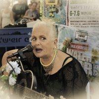 Мири Алони-уличный музыкант. :: Ludmila Frumkina