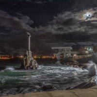 Памятник Затопленным кораблям в лунную ночь :: Александр Пушкарёв