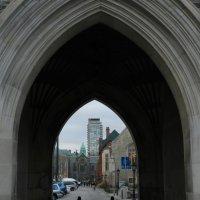 "Арка башни (""Soldier's Tower"") в Торонто :: Юрий Поляков"