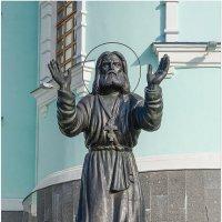 Памятник Серафиму Саровскому в Коренной пустыни :: Elena Izotova