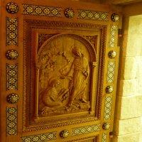 Резные  врата Кувуклии  в Воскресенском соборе :: Galina Leskova