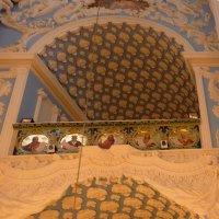 Воскресенский собор. Императорская ложа. Картуш,медальоны :: Galina Leskova