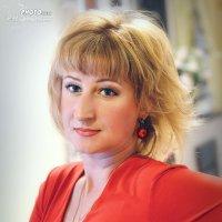Елена в красном :: Наталья Первова