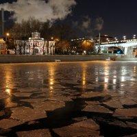 городской ночной пейзаж с льдом и подстветкой :: Олег Лукьянов