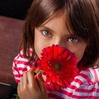 Девочка и цветок :: Ангелина Косова