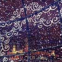 Елочный шар на Манежной площади. Москва :: Oksana Osipova
